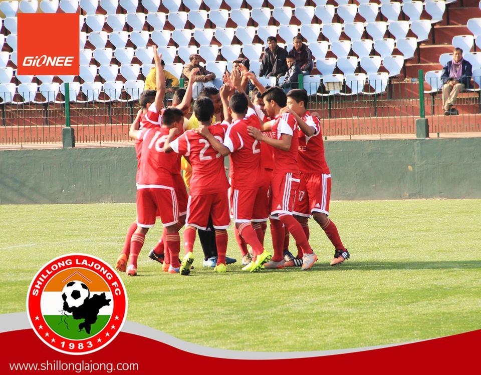 SLFC U15 Celebrating